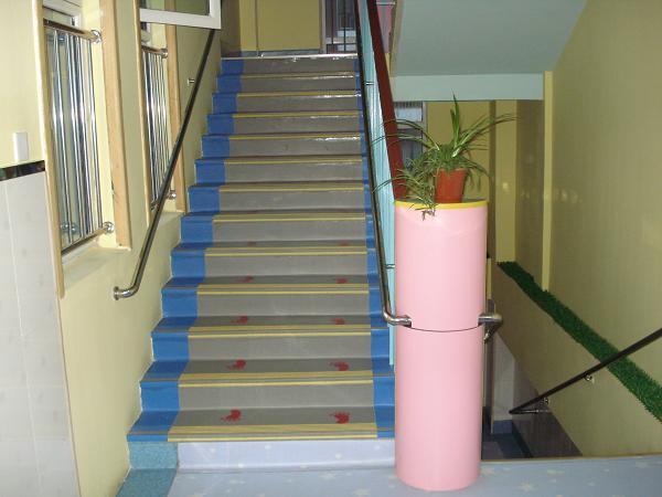 瑜伽塑胶板效果图 塑胶楼梯踏步效果图 塑胶篮球场效果图
